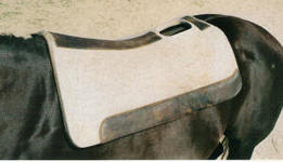 Cut-away saddle pad